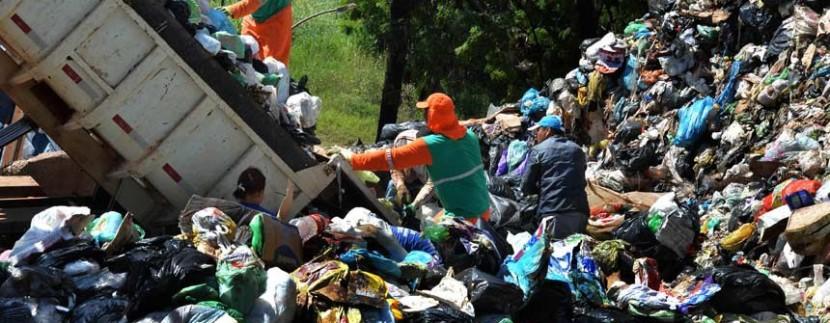 Fim de lixões depende de maior apoio do governo, aponta consultor